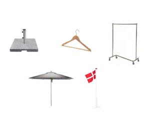 diverse møbler og flag